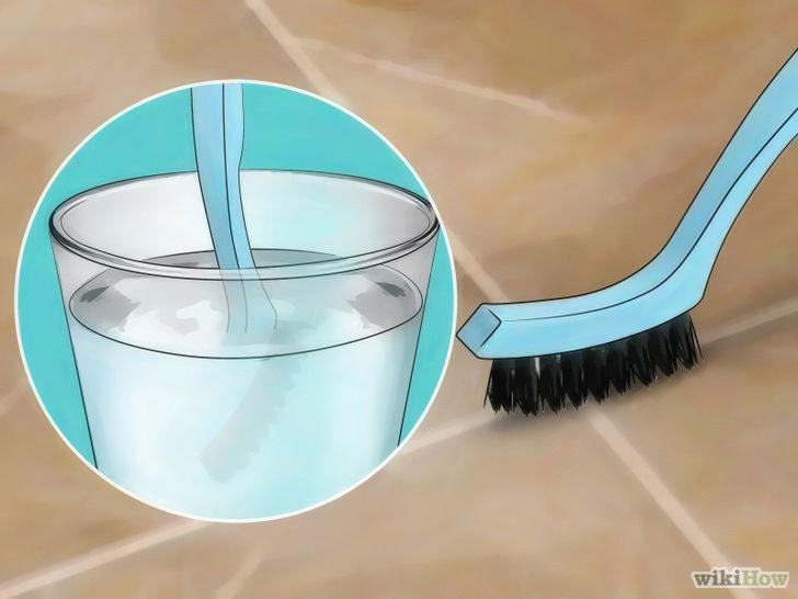 Dùng oxy già và bàn chải để vệ sinh kẽ ron