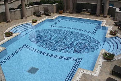Thi công dán gạch bằng keo cho bể bơi luôn bền đẹp