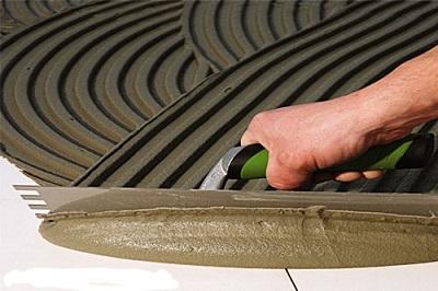 Keo dán gạch có độ bám dính cao, tránh bong tróc gạch