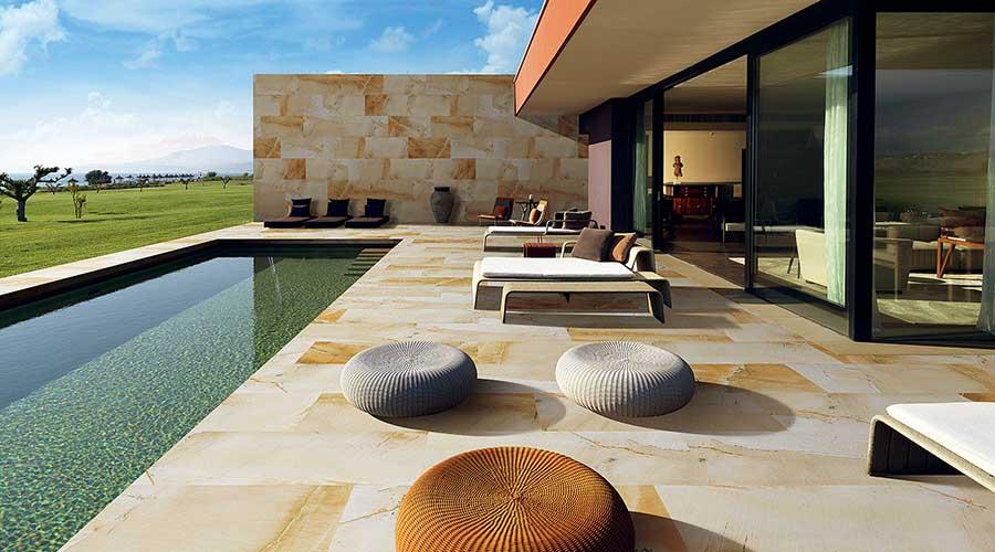 Vì sao nên sử dụng gạch ốp chân tường ngoài trời?