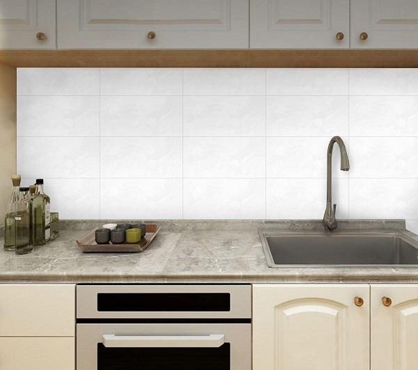 các mẫu gạch ốp tường bếp đẹp phong cách tối giản 2