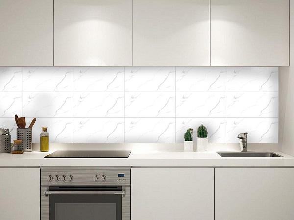 các mẫu gạch ốp tường bếp đẹp phong cách tối giản