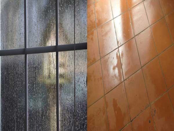 Trời nồm ẩm làm cho sàn nhà bị đổ mồ hôi